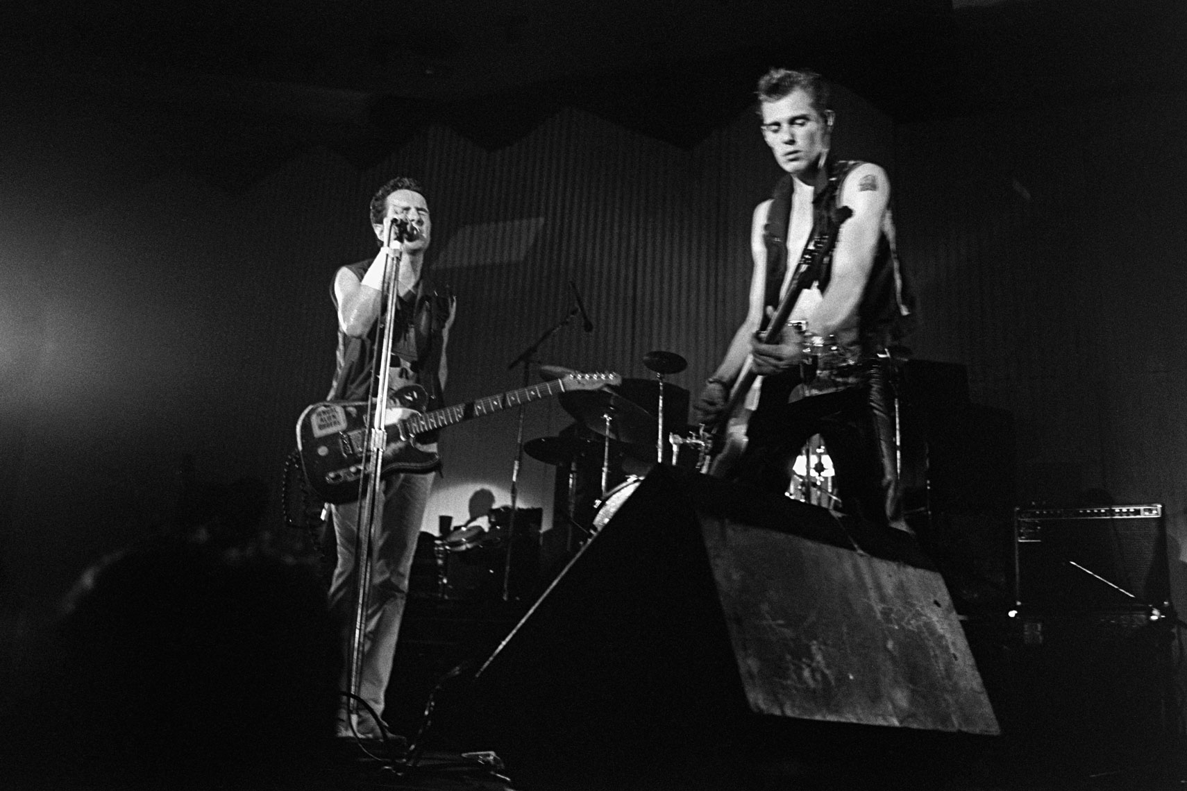 020_020_The_Clash_Bonds