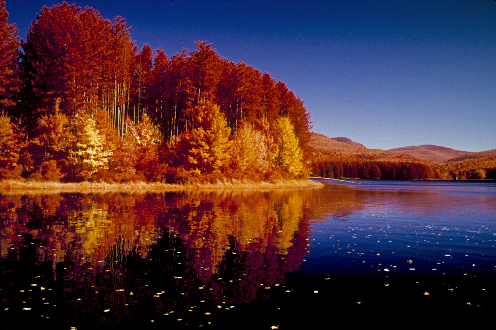 04_Infrared-Autumn-Lake