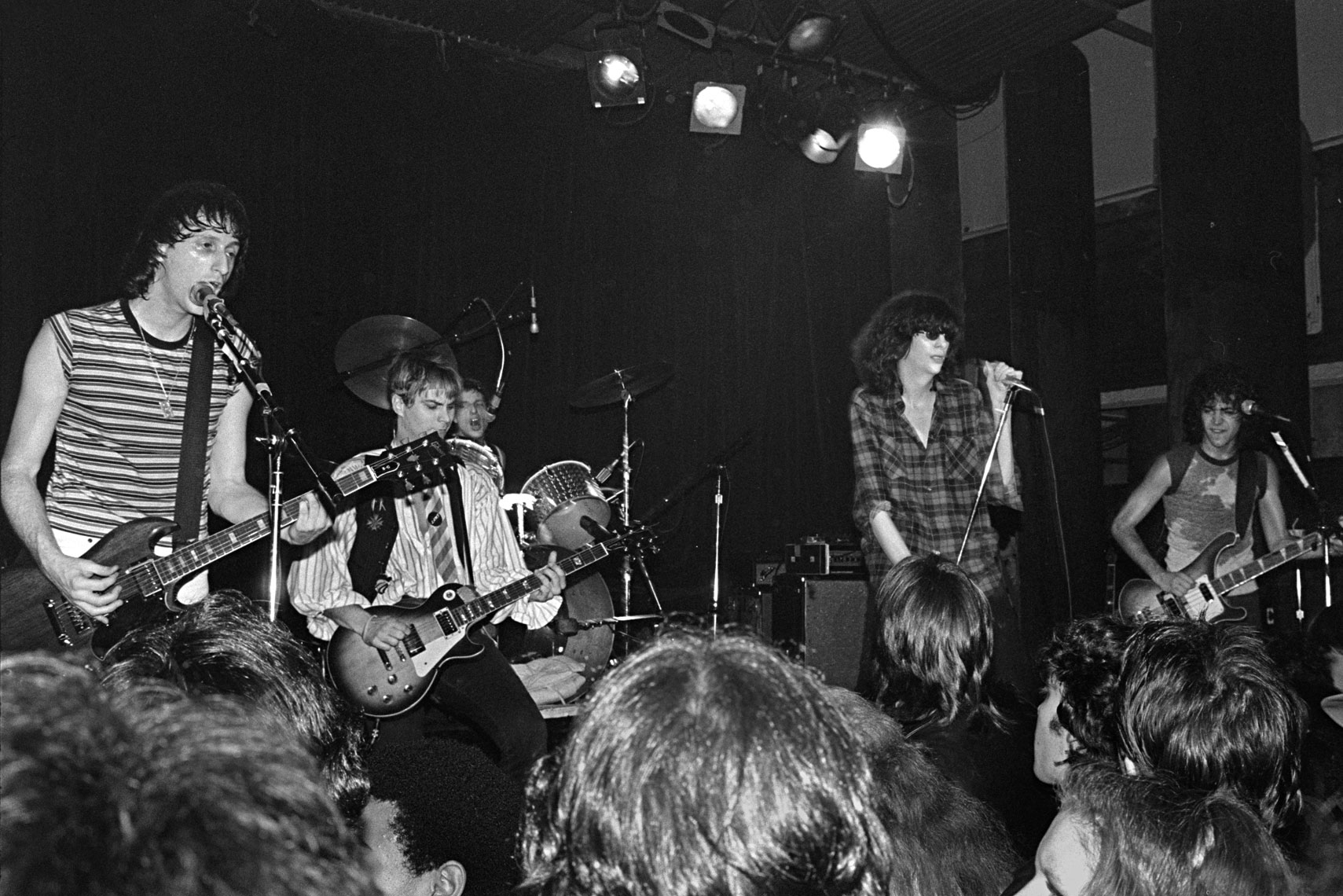 099_108_062_Irving-Plaza_The-Rattlers-with-Joey-Ramone